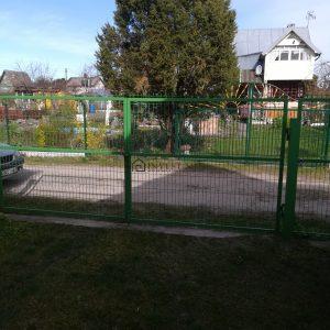 aptvertas sklypas tvora